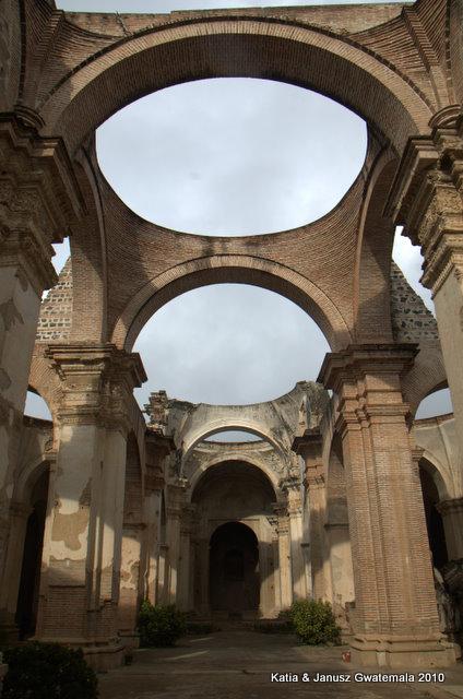 ruiny katedry w Atigua