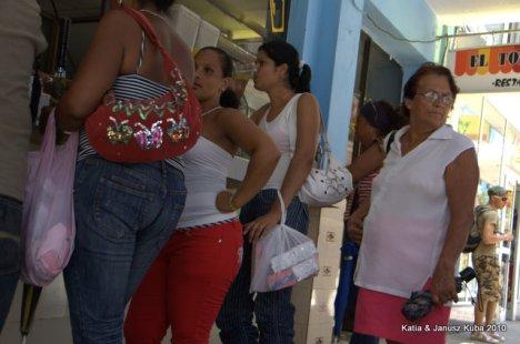 Kuba - kolejka za szarym mydlem
